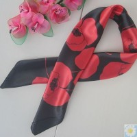 真丝小方巾银行酒店工作丝巾团体订制可批发黑底红玫瑰图